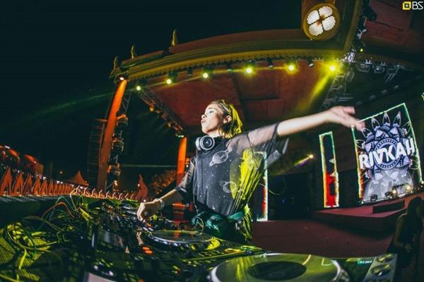 A DJ de 12 anos, Rivkah, vai palestrar no evento (Bruno Soares/Divulgação)