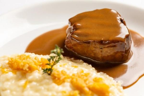 No Reverso Restaurante Contemporâneo, quem dá o toque especial ao filé-mignon é a rapadura (Reverso Restaurante/Divulgação)