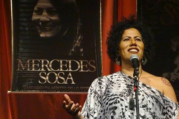 Indiana interpreta clássicos da importância de 'Alfonsina Y el mar' e 'Duerme negrita' (Marcelo Castello Branco/Divulgação)