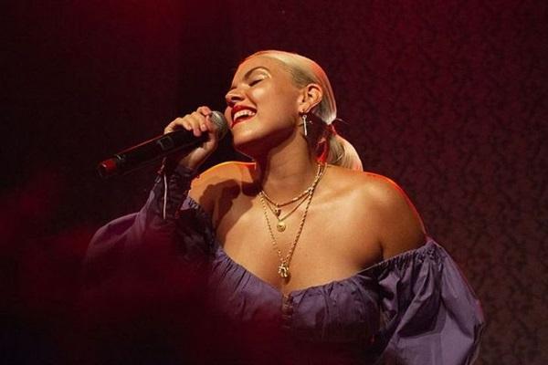 A cantora Duda Beat apresenta a turnê 'Pro mundo ouvir' (Duda Beat/Divulgação)