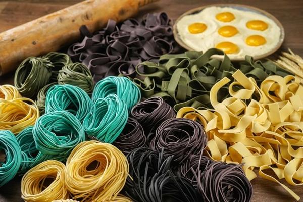 A rotisseria Toscanello torna o macarrão mais atraente com cores e sabores (Victor Rocha/Divulgação)