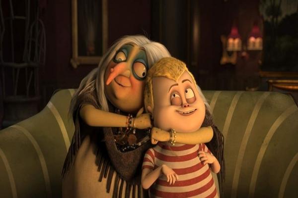 Vovó Addams e o neto Feioso: a força do carinho e da compreensão é um dos motes de A família Addams (Universal Pictures/Divulgação)