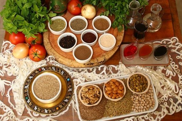 As especiarias estão, não só nas receitas, mas também nas prateleiras do empório (Ana Rayssa/CB/D.A Press)