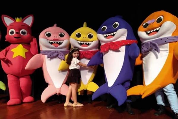 Em espetáculo para toda a família, os tubarões se unem para salvar o Natal  (Família Tubarão/Divulgação)