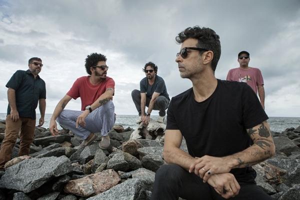 A banda Eddie comemora 30 anos de carreira em turnê que chega a Brasília (Beto Figueiredo/Divulgação)