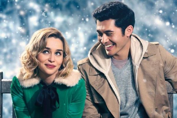 'Uma segunda chance para amar' traz Emilia Clarke e Henry Golding como protagonistas (Universal Pictures/Divulgação)