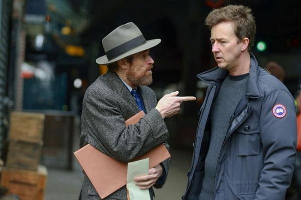 A produção conta a vida de um solitário detetive vivido por Edward Norton (Warner/Divulgação)