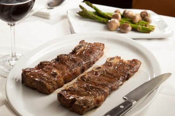 O assado de tira é uma carne suculenta e saborosa (Rafael Wainberg/Divulgação)