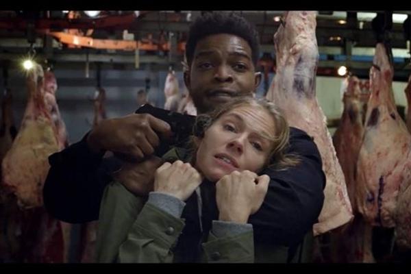 'Crime sem saída' traz Chadwick Boseman e Sienna Miller em cena (Galeria Filmes/Divulgação)