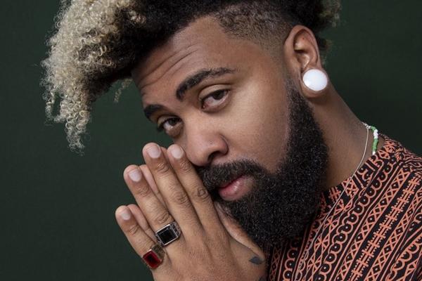 O rapper goiano Thiago Jamelão estará no Blitz BSB (Estúdio Tereza e Aryanne/Divulgação)
