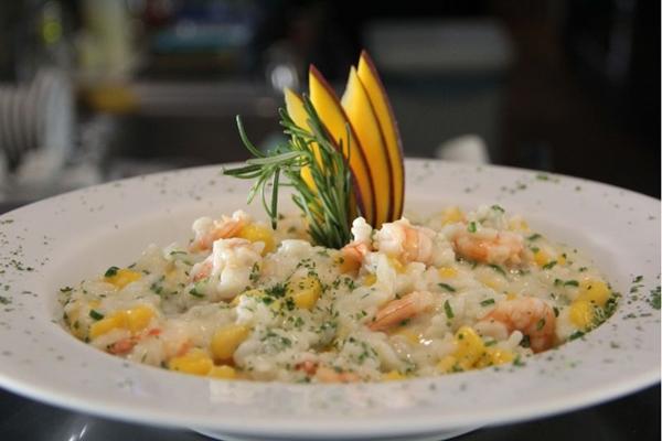 O risoto de camarão é um dos destaques no Dudu Bar (Lucila Camargo/Divulgação)