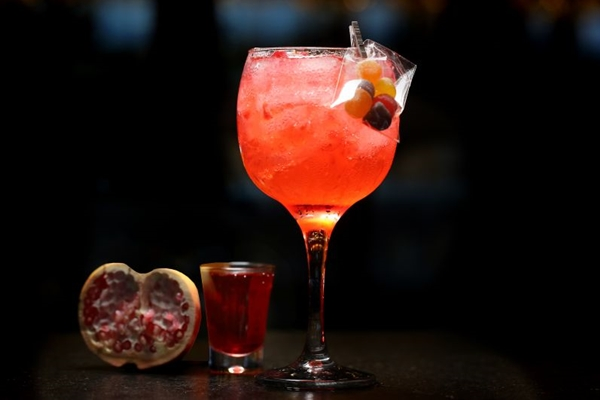 Relacionada à prosperidade, a romã é o destaque do Gin da Fortuna  (Inove Aceleradora/Divulgacao)