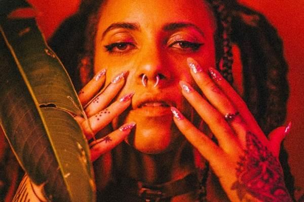 Luísa Nascim leva para as composições sua vivência como nordestina, na forma de ritmos populares pulsantes e experiências particulares (Luana Tayze/Divulgação)