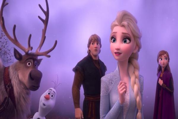 A relação amigável de Anna com o boneco de neve Olaf é um dos destaques (Disney/Divulgação)