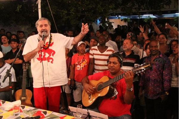 Moacyr Luz no tradicional Samba do Trabalhador, que ocorre no Andaraí, Zona Norte do Rio de Janeiro  (Caru Ribeiro/Divulgação)