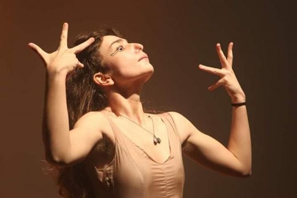 A atriz brasiliense Bruna Martini comanda a cena acompanhada pelo músico Chico Mossri  (Joel Rodrigues/Divulgação)