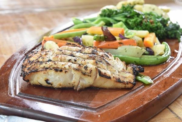 O delicioso robalo com legumes é um sucesso no BSB Grill  (Zuleika de Souza/CB/D.A Press)