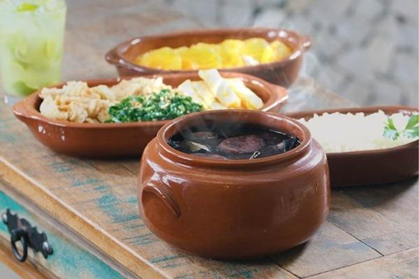 As feijoadas aos sábados fazem a alegria da clientela do Sebinho (Arquivo Pessoal/Sebinho Café)