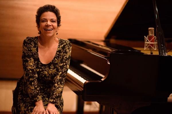 A pianista carioca Maria Teresa Madeira se apresenta esta sexta-feira (14/2) no Teatro da Escola de Música de Brasília (Márcio Monteiro/Divulgação)