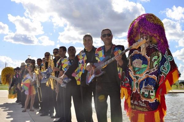 A Orquestra Marafreboi traz as cores do frevo para o baile infantil, com a presença do tradicional Guerreiro de Lança (Sergio Moraes/Divulgação)