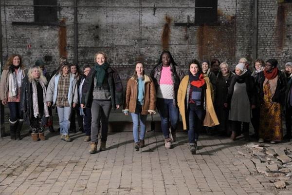 As personagens sem-teto são interpretadas por mulheres que, de fato, viveram nas ruas (Supo Mungam Films/Divulgação)