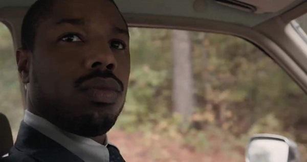 O enredo traz Stevenson que, depois de graduado por Harvard, segue para o Alabama movido pelo desejo de estancar julgamentos sem maiores embasamentos (Warner/Divulgação)