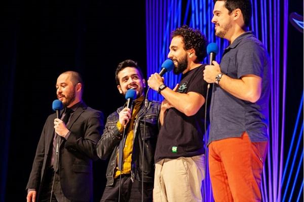 Quarteto de humoristas interage no stand-up (Fabio Augusto/Divulgação)