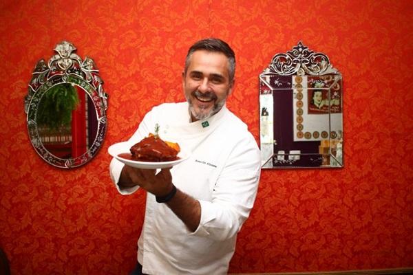 No Nossa Cozinha Bistrô, Alexandre Albanese oferece o barbecue usado na costelinha suína (Ana Rayssa/CB/D.A Press)