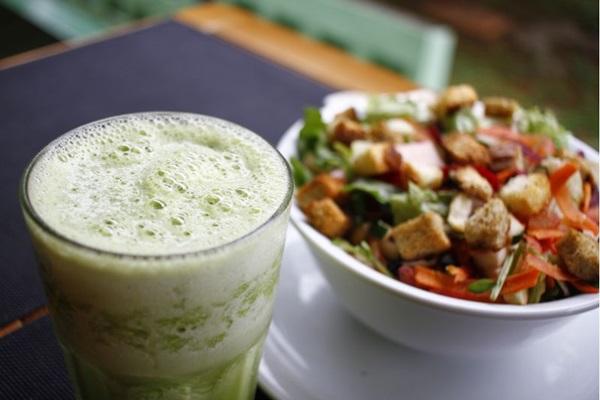 Salada sempre é uma das escolhas quando se pensa em alimentação saudável (Ana Rayssa/Esp. CB/D.A Press)