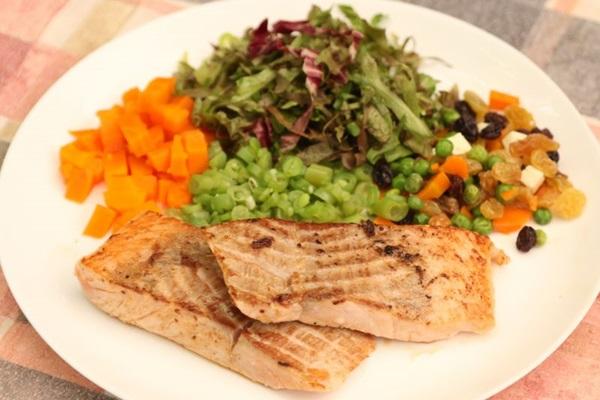 O salmão grelhado na chapa é um dos destaques do Veredas Grill (Rodrigo Nunes/Esp. CB/D.A Press)