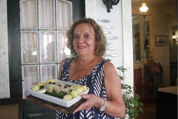 Olga Soares é a dona das habilidosas mãos por trás do restaurante Sagre, especializado em culinária portuguesa (Ana Rayssa/Esp. CB/D.A Press)