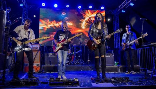 Consolidado no universo do rock há 14 anos, o grupo homenageia clássicos dos anos 1970 e 1980, e bandas brasileiras (Henrique Francois/ Divulgação)