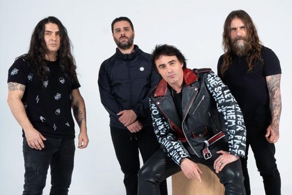 Alírio Netto ao lado dos novos companheiros da banda Shaman, que se apresenta na sexta, no Toinha (Alexandre Paoli/Divulgação)
