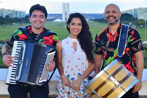 A cantora Thais Feitosa, do Trio Mestre Lua, canta em homenagem ao Dia Internacional da Mulher (Trio Mestre Lua/Divulgação)