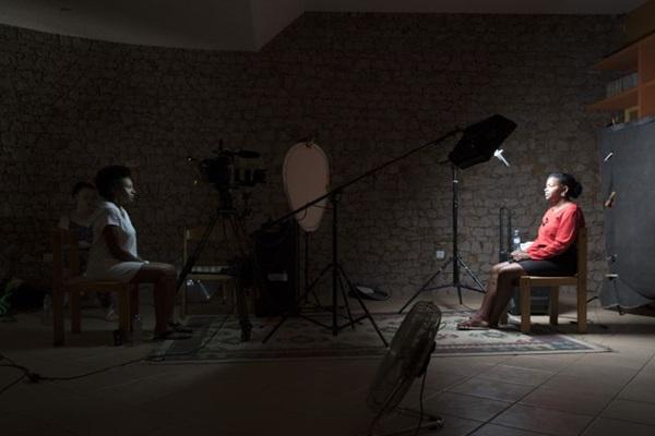 Filme da dupla Anastasia Mikova e Yann Arthus-Bertrand equaliza a capacidade de denúncia de mulheres presentes em 50 países  (Imovision/Divulgação)