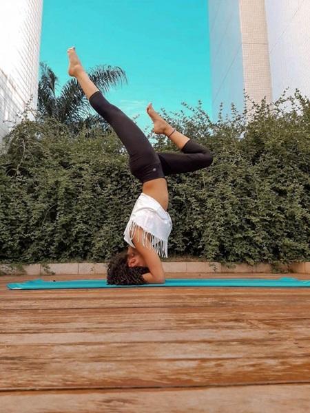 Prática de ioga em casa é uma opção durante o período de isolamento (Ruhana França/ Arquivo pessoal)